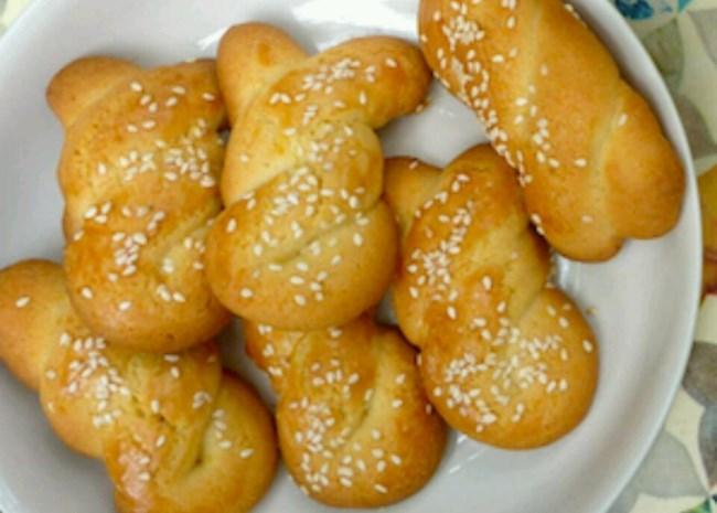 Koulourakia I (Greek Easter Cookies)