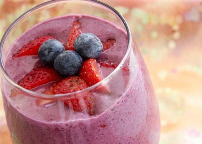 Strawberry and Blueberry Oatmeal Health Shake