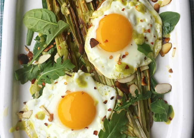 Roasted Leeks with Eggs (Paleo and Keto-Friendly)