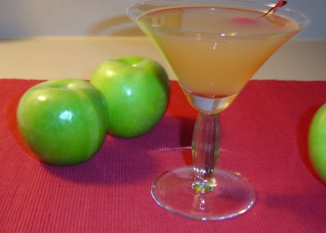 12 Apple Cocktails for Fall Entertaining