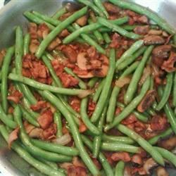 Sauteed Green Beans with Mushrooms, Onion, and Bacon_image