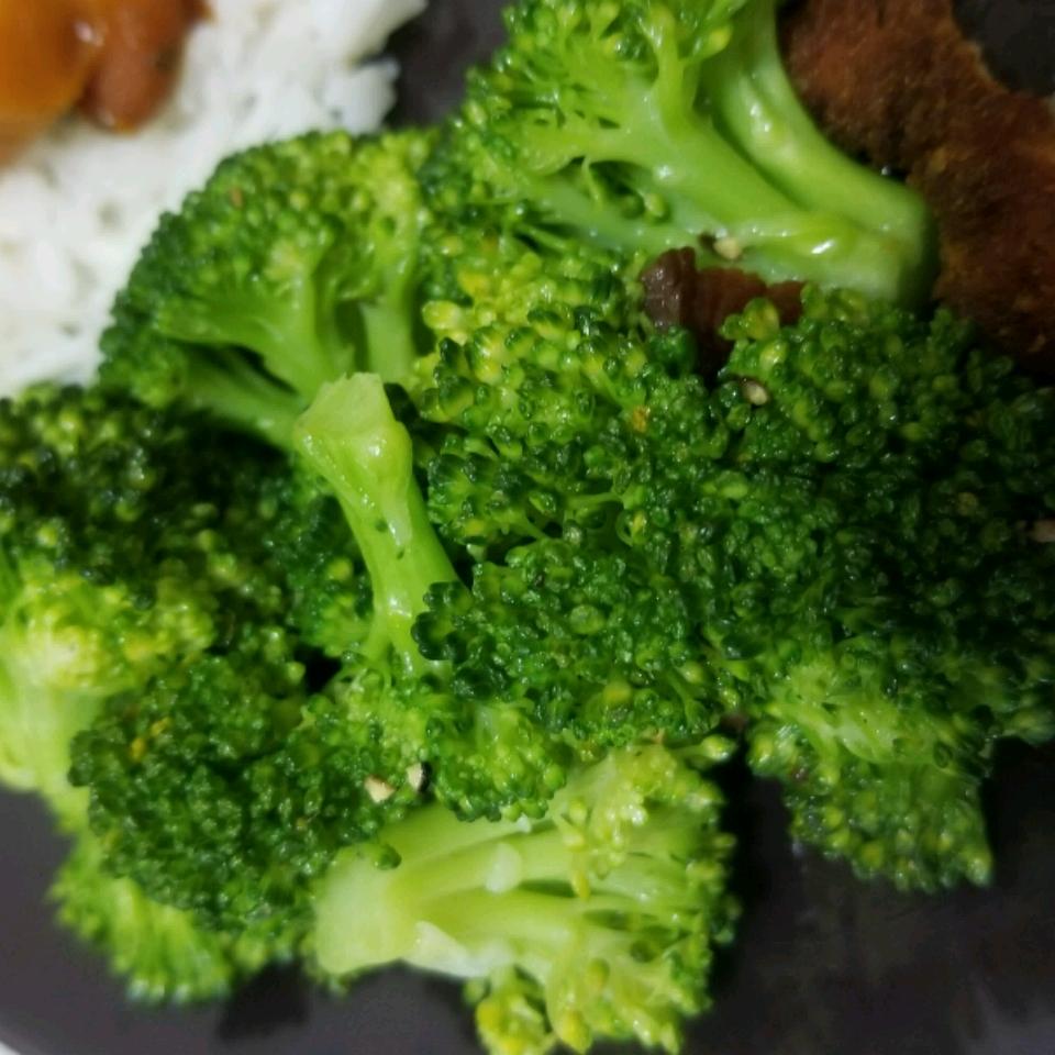 Steamed Broccoli Brianna