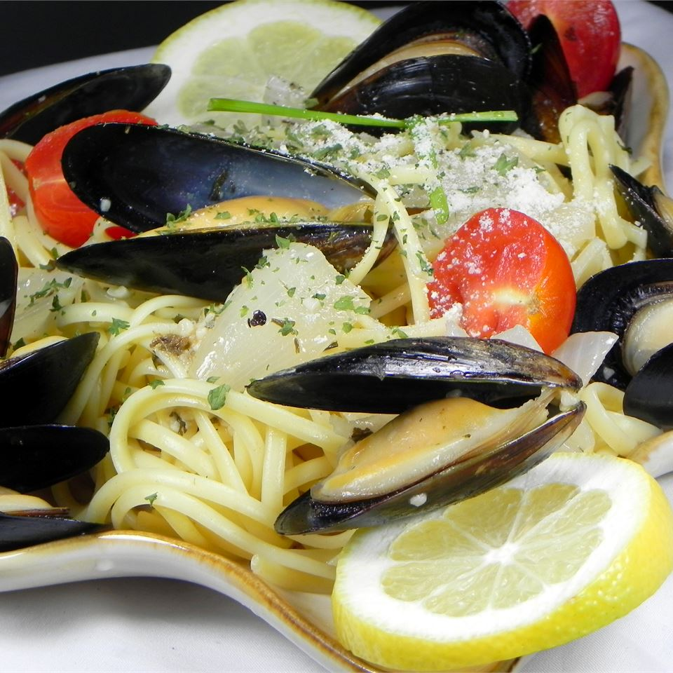Mussels Mariniere with Linguine