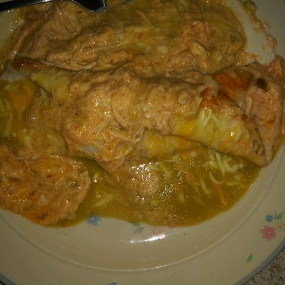 Creamy Chicken Enchiladas Verde