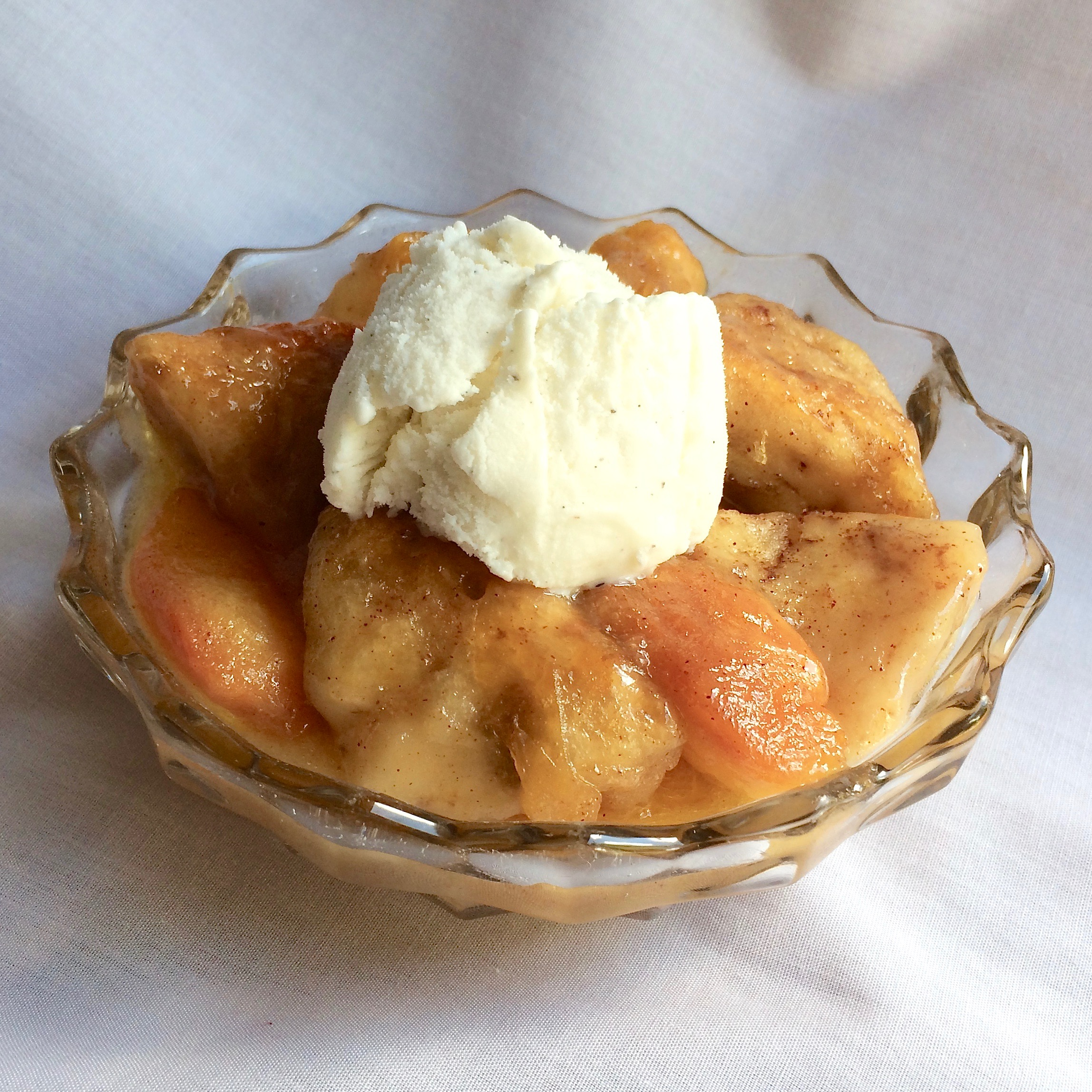Cinnamon Roll Peach Cobbler