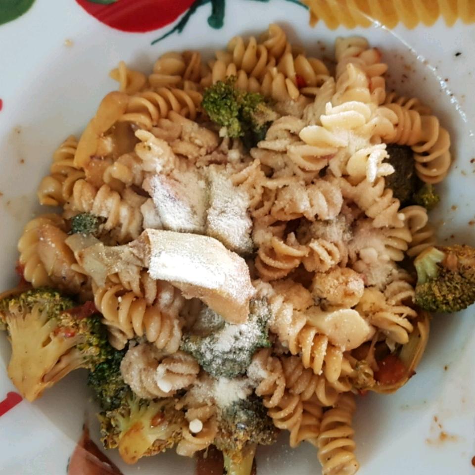 Pasta, Chicken and Artichokes Cindy