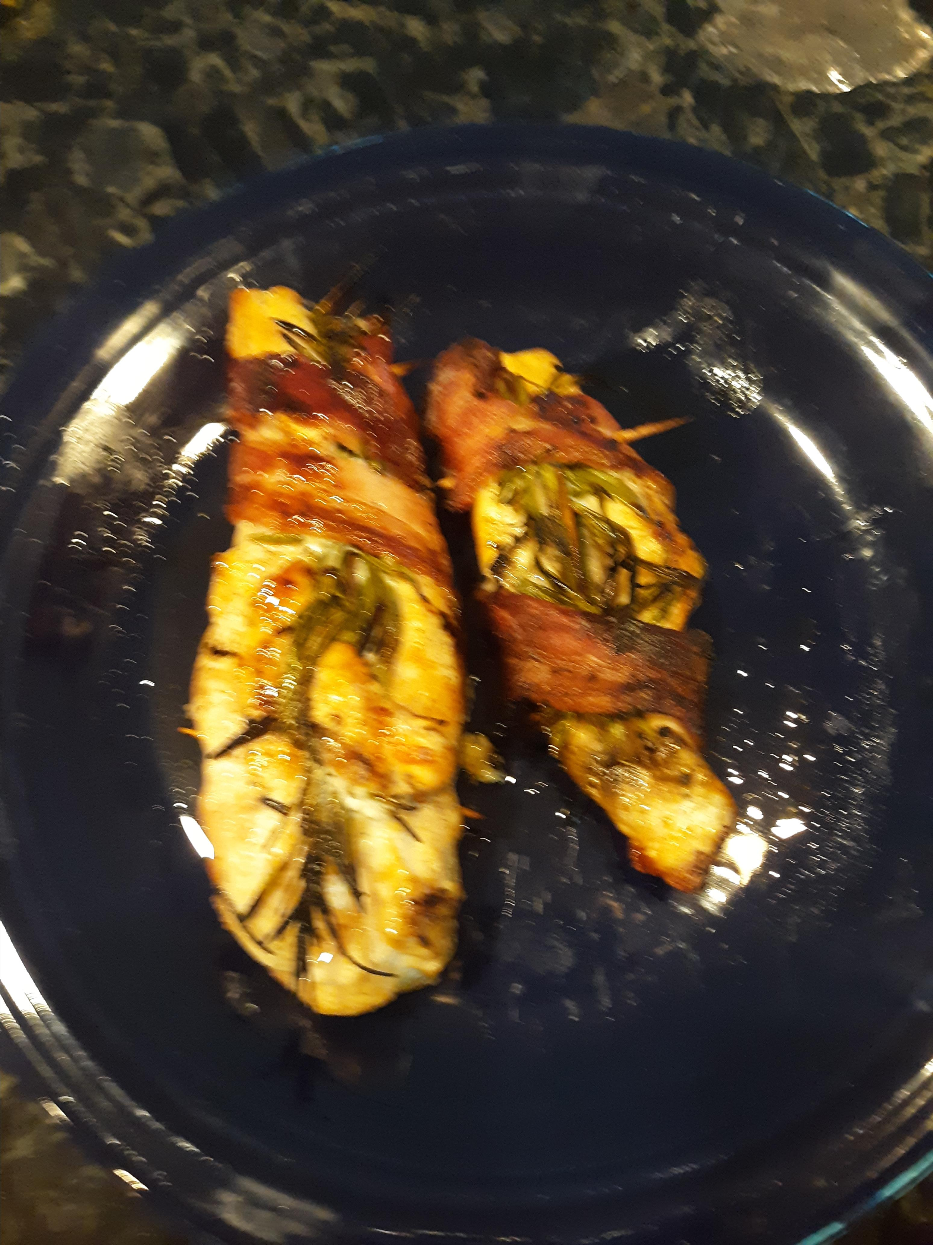 Grilled Chicken with Rosemary and Bacon fqpete