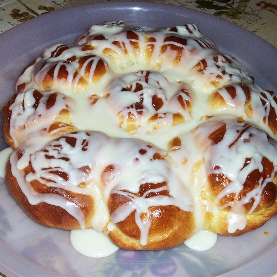 Pull-Apart Easter Blossom Bread SUZZANNA