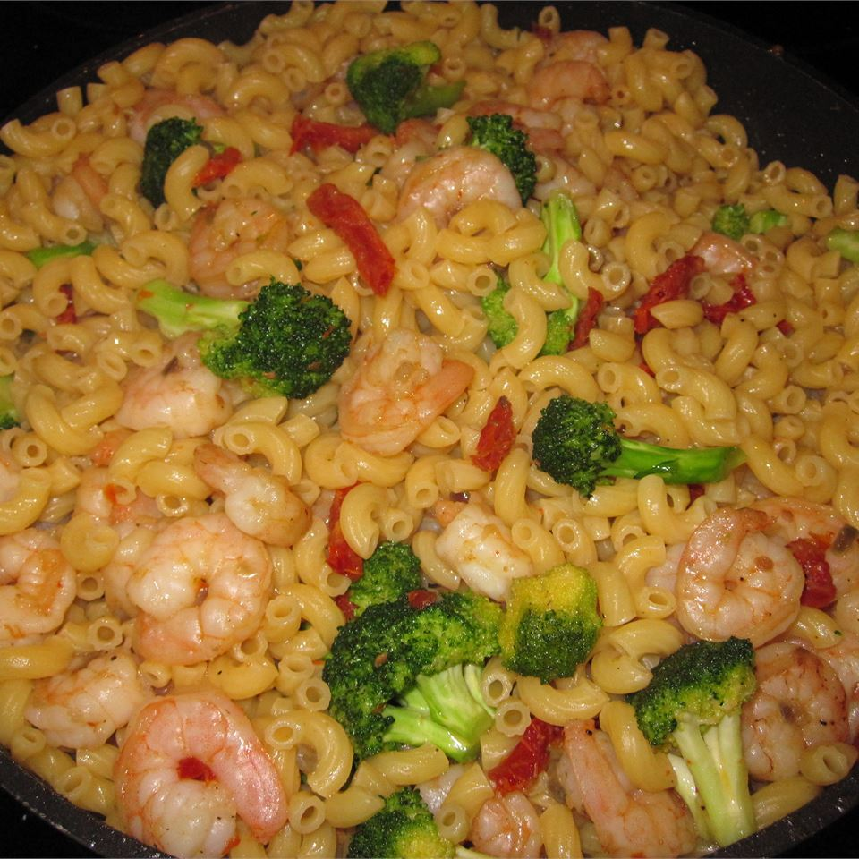 Shrimp, Broccoli, and Sun-dried Tomatoes Scampi with Angel Hair PamMar