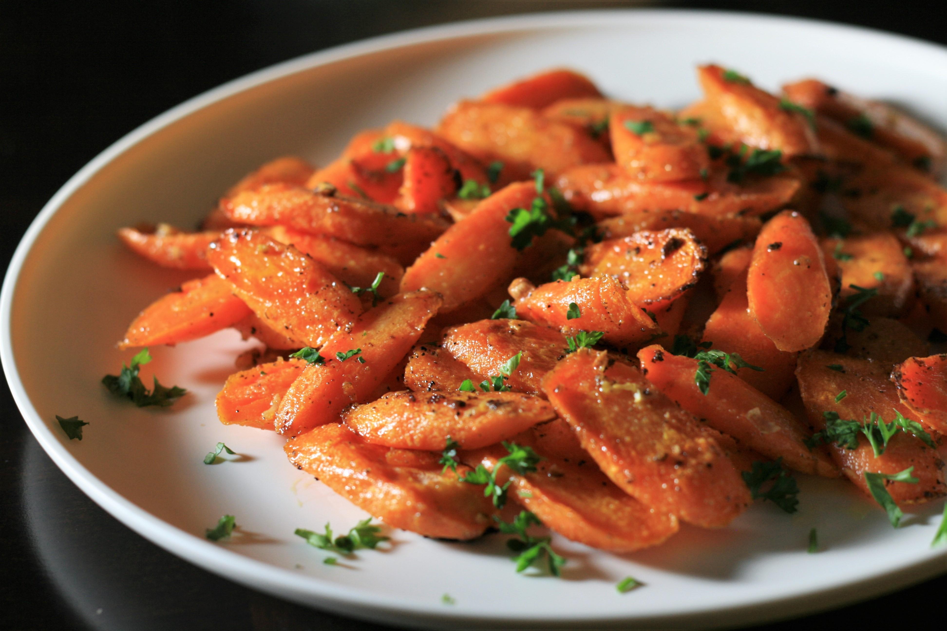 Garlic Roasted Carrots_image