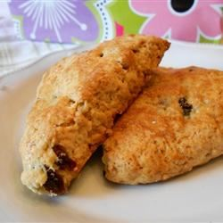 Restaurant-Quality Maple Oatmeal Scones Loves2Cook