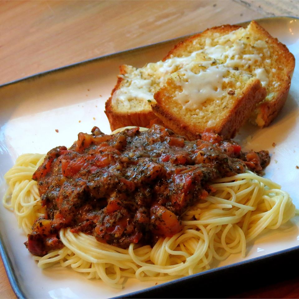 Homemade Tomato Basil Pasta Sauce chefster