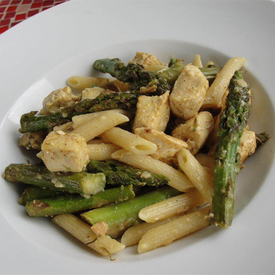 Chicken and Asparagus with Penne Pasta Rock_lobster