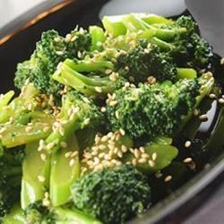 Chinese-Style Broccoli Salad naples34102