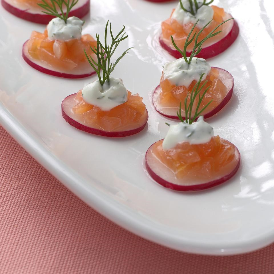 Smoked salmon tartare recipe eatingwell for Canape user manual