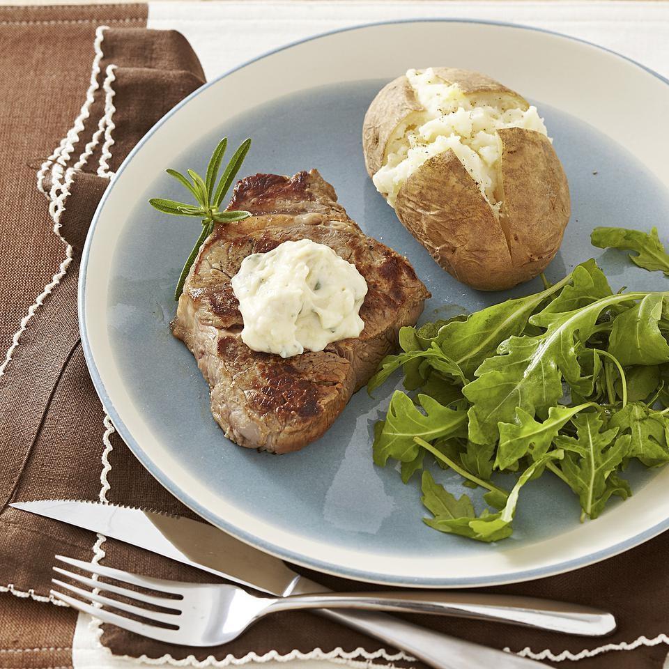 Seared Steak with Roasted Garlic Aioli