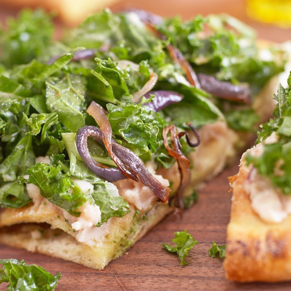 Roasted Garlic, White Bean & Kale Pizz'alad