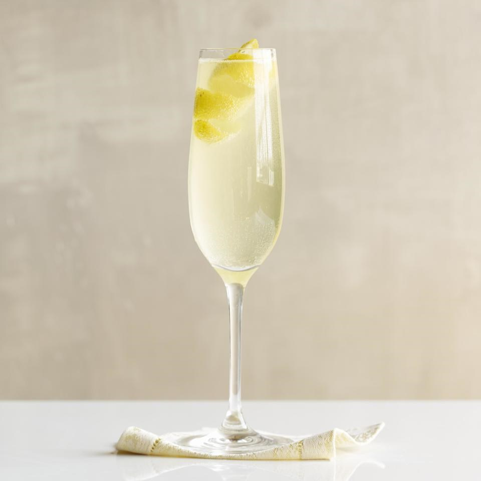 Snow banks sparkling wine cocktail recipe eatingwell for Cocktail recipes with white wine