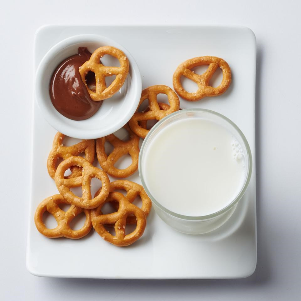 Pretzels with Dark Chocolate & Peanut Butter