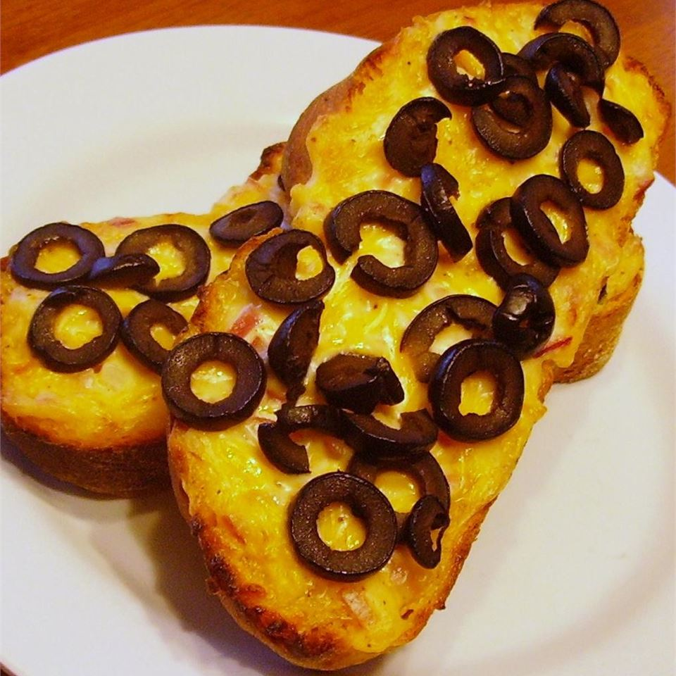 Hot Cheddar-Olive Bread